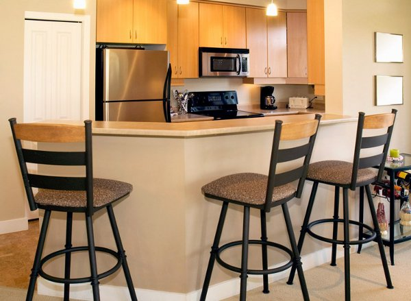 Modern-Kitchen-Stools-Louis-by-Trica