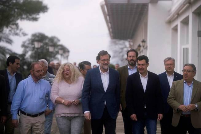 El presidente del Gobierno, Mariano Rajoy, a su llegada a la convención sobre la prisión permanente. (EFE)
