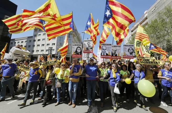 Manifestación convocadaen Barcelona por Espai Democràcia i Convivència. (EFE)