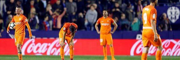 Twitter: El Málaga CF, del caos al descenso: la afición carga contra el jeque Al Thani en Twitter