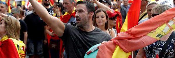 Independencia de Cataluña: Tensión sin disturbios en la marcha de VOX por la unidad en Barcelona