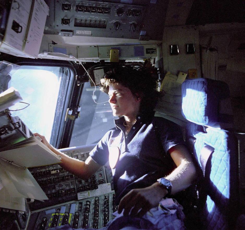 La astronauta Sally Ride, la primera mujer estadounidense en viajar al espacio, abordo del transbordador espacial Challenger (EFE)